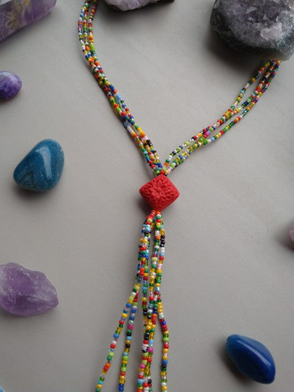 COLLAR CHAQUIRA MULTI COLOR CON ROMBO