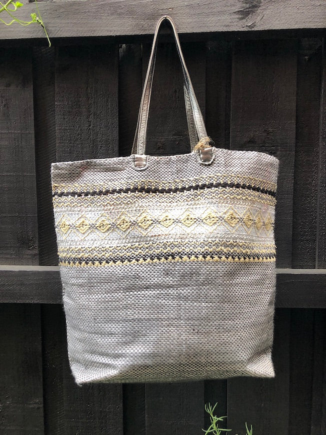 EN SHALLA HAND-EMBROIDERED, RECYCLED TOTE - BLACK/ECRU