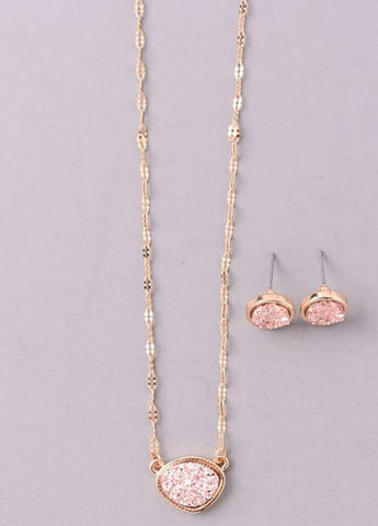 Sparkling Stone Pendant Necklace Set in Rose Gold