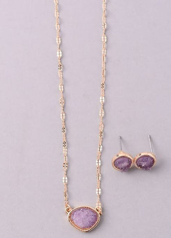 Sparkling Stone Pendant Necklace Set in Plum