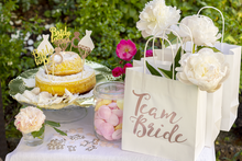 Lade das Bild in den Galerie-Viewer, Caketopper-bride-to-be