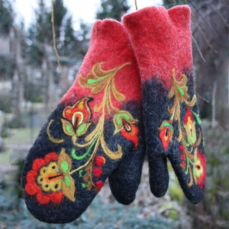 Christmas Flower Embroidery Mittens