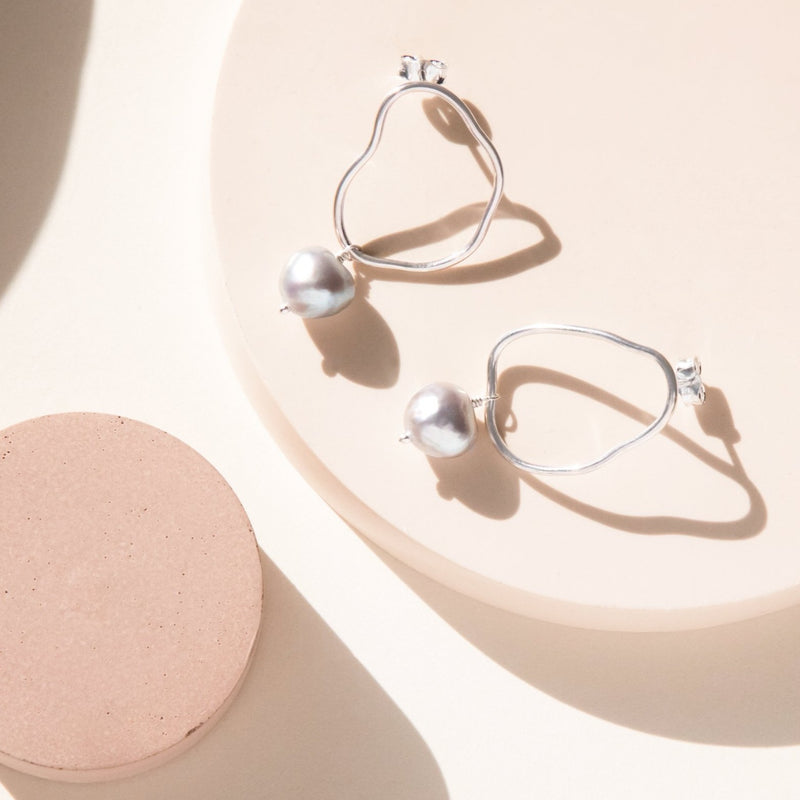 Oval Wave Pearl Stud Earrings