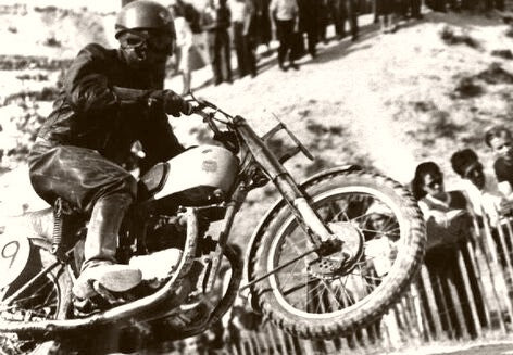 Motorcycle Races The Leader 1945
