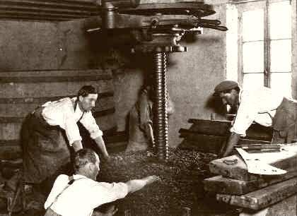 France Pressing The Grapes 1920
