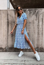 Afbeelding in Gallery-weergave laden, Esmee dress short sleeves - light blue