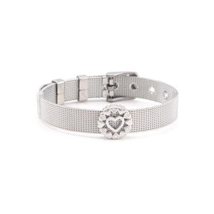 An adorable mesh bracelet with diamond cercle around a heart shape for the perfect lover