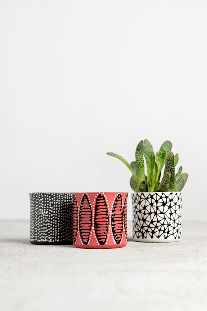 Mini cylindrical planter | Pink with black speckled