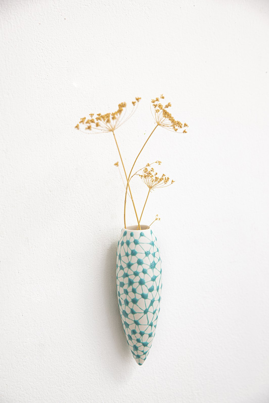 Wall hanging vase | White with green leopard
