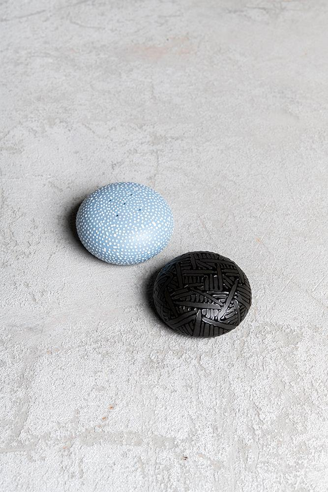 Salt and pepper shakers | Black and sky blue