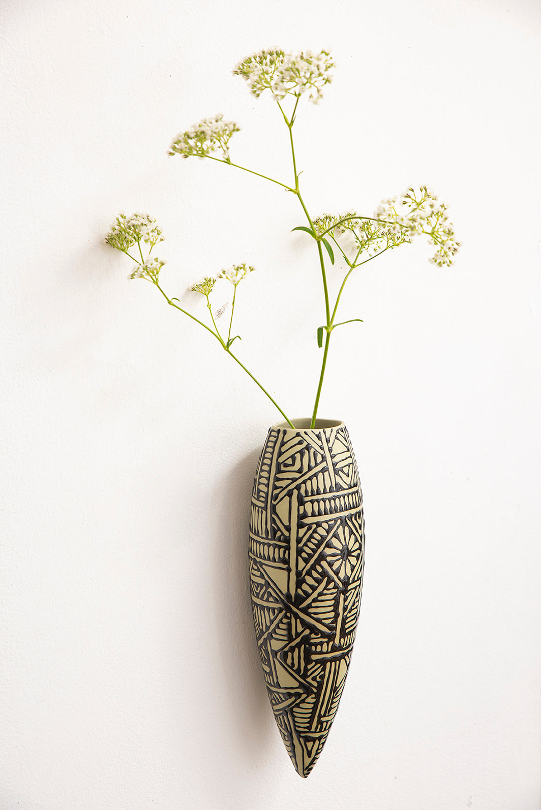 Wall hanging vase | Avocado green with oriental black
