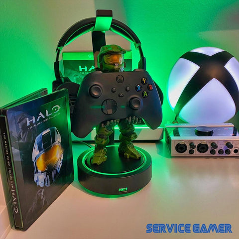The Master Chief Cable Guy holding X-box Series X Controller