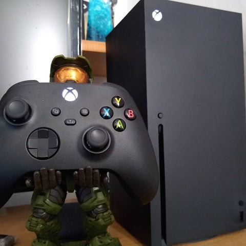 Halo Cable Guy holding X-box Series X Controller
