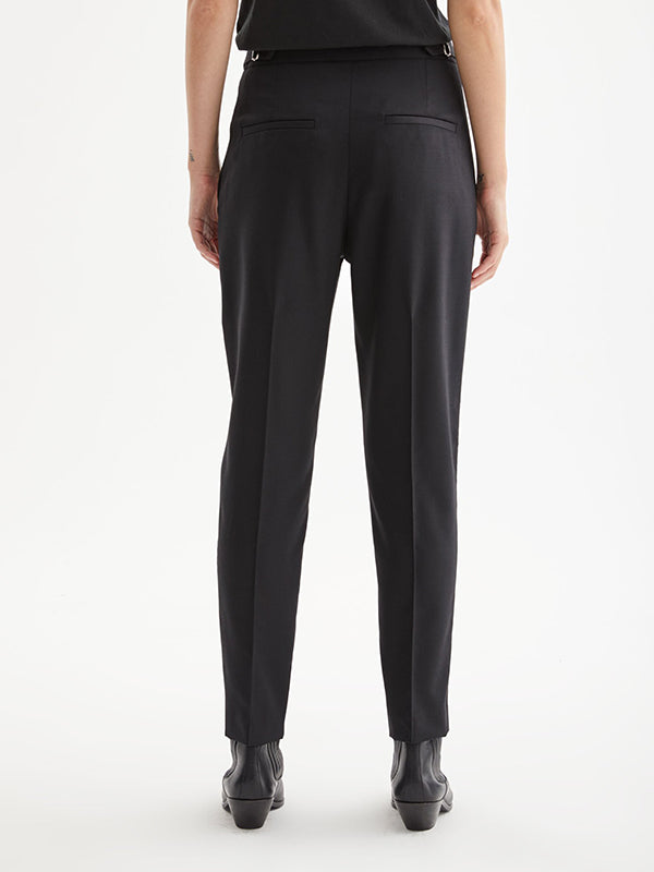 Lia Pant in Black