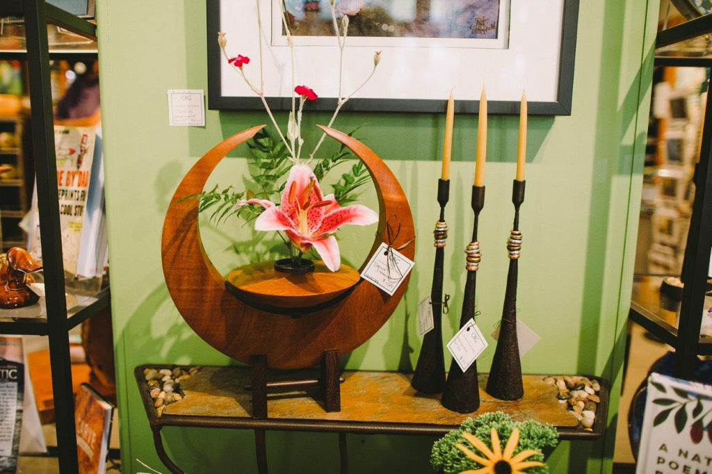 Bellingham, WA art gallery, gift shop, and tourist destination. We sell a wide variety of garden art, sculptures, handmade items, hand blown glass, home decor, furniture, bird baths, water fountains, metal art, and jewelry.