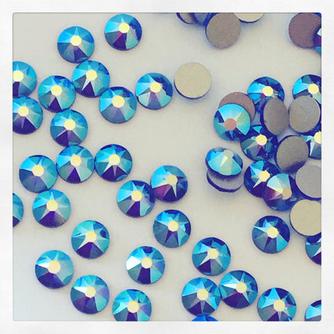 real photo of the effect Sapphire AB crystals from Swarovski rhinestones diamantes no hotfix