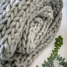 Load image into Gallery viewer, Grey Chunky Knit Throw