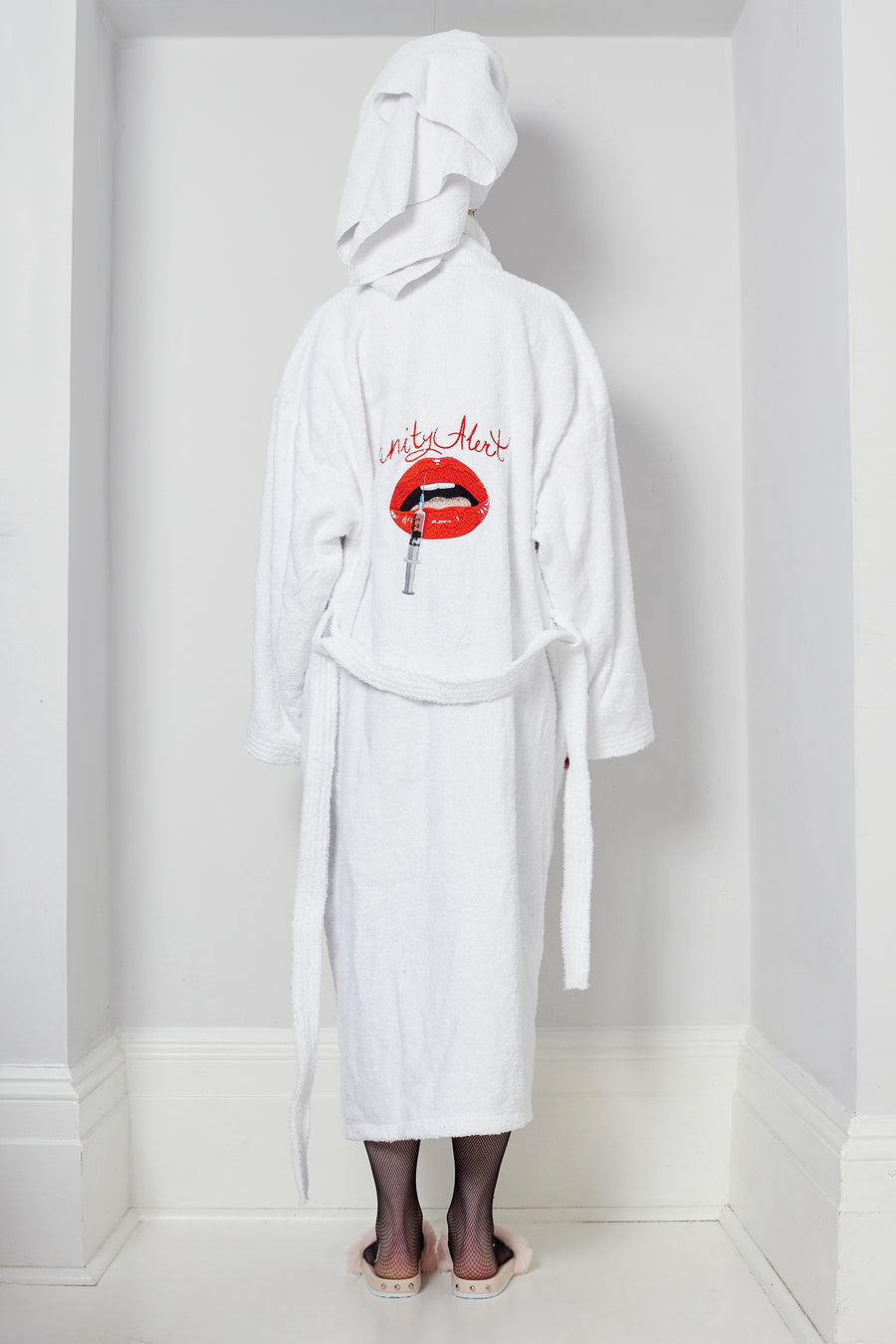 LOT 005 -  BATHROBE 'VANITY ALERT'