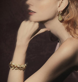 Autumn Feuille bracelet in shades of yellow and brown diamonds.