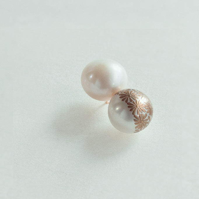 "Maki-e Pearl Earrings ""Kiku (Chrysanthemum)"""