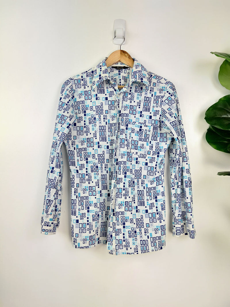 Excello Crystal International Blue Geometric Pattern Button Up Shirt (Size Medium)