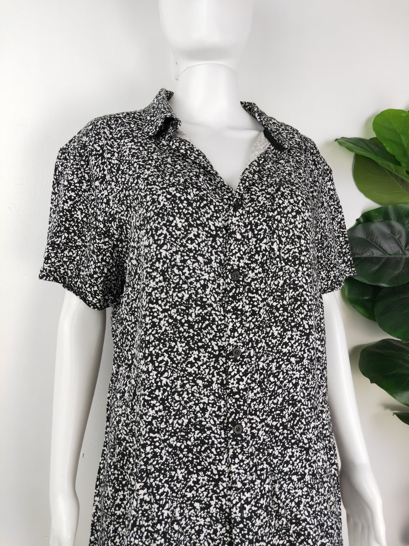 Nique black & white button up top (size M)