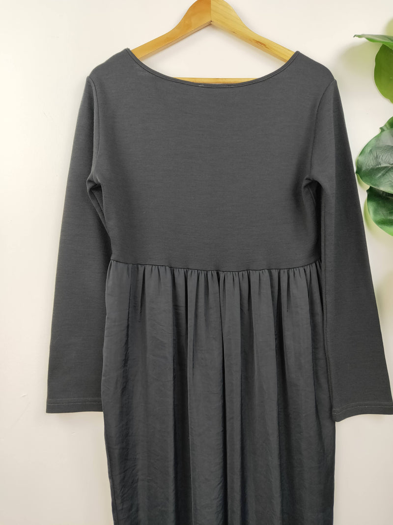 Ess Hoshika grey relaxed fit dress (size 16 AU)