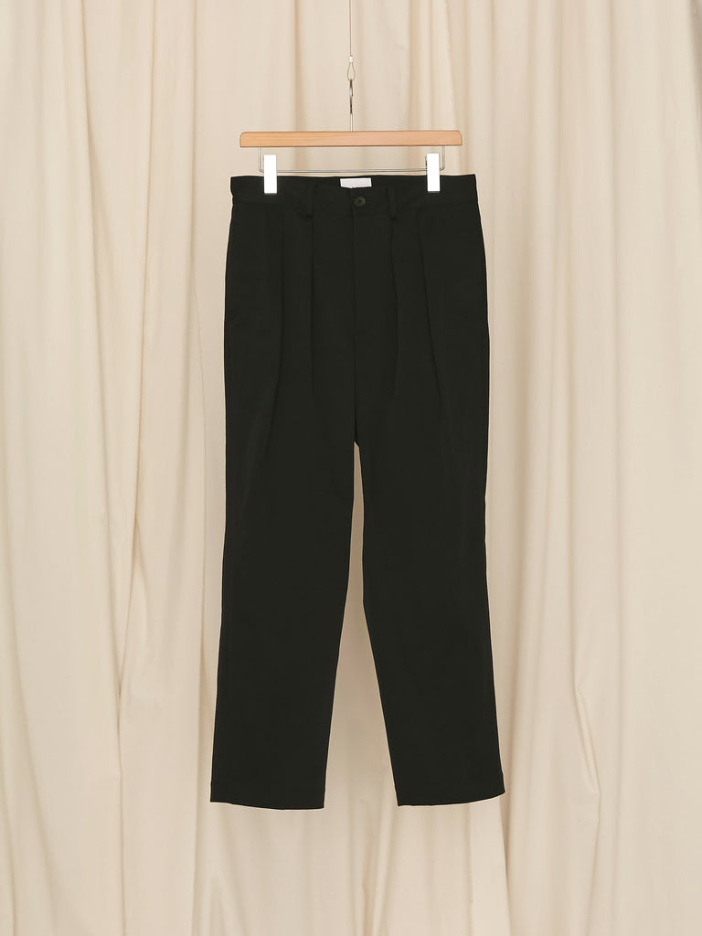 +81 2 TUCK TAPERD PANTS BLK 1