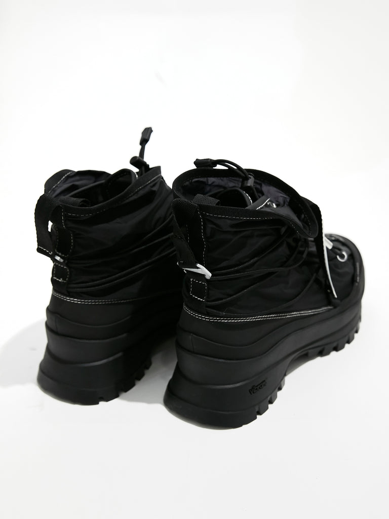 SKIN COVERED TRAINER BLK 2
