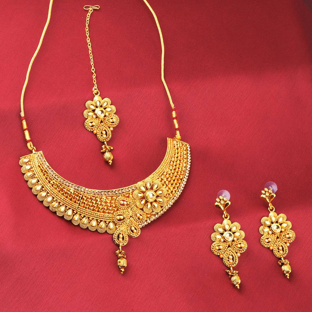 Unique Golden Base Metal Women Jewellery Set
