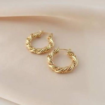 JESSIE HOOP EARRINGS // GOLD