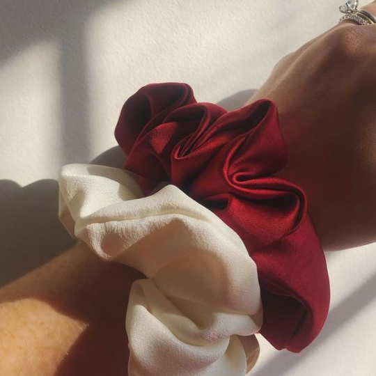 SCRUNCHIE // RED SATIN