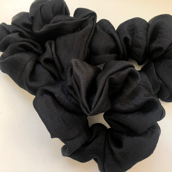 SCRUNCHIE // BLACK