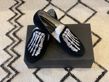 Load image into Gallery viewer, Mara & Mine Jem Skull Slipper- 8.5