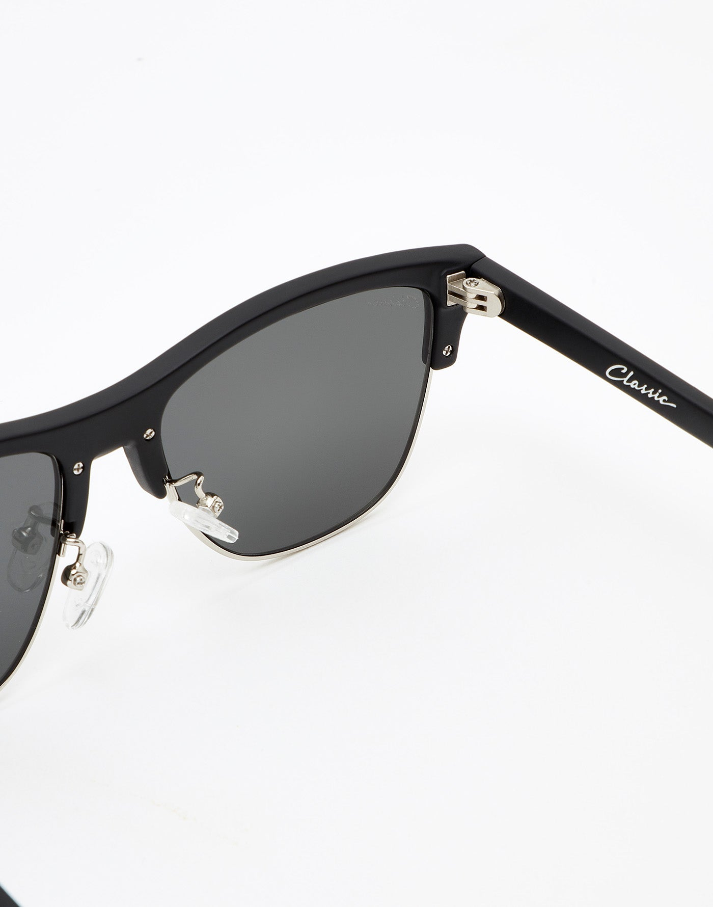 Carbon Black · Silver Classic Flat