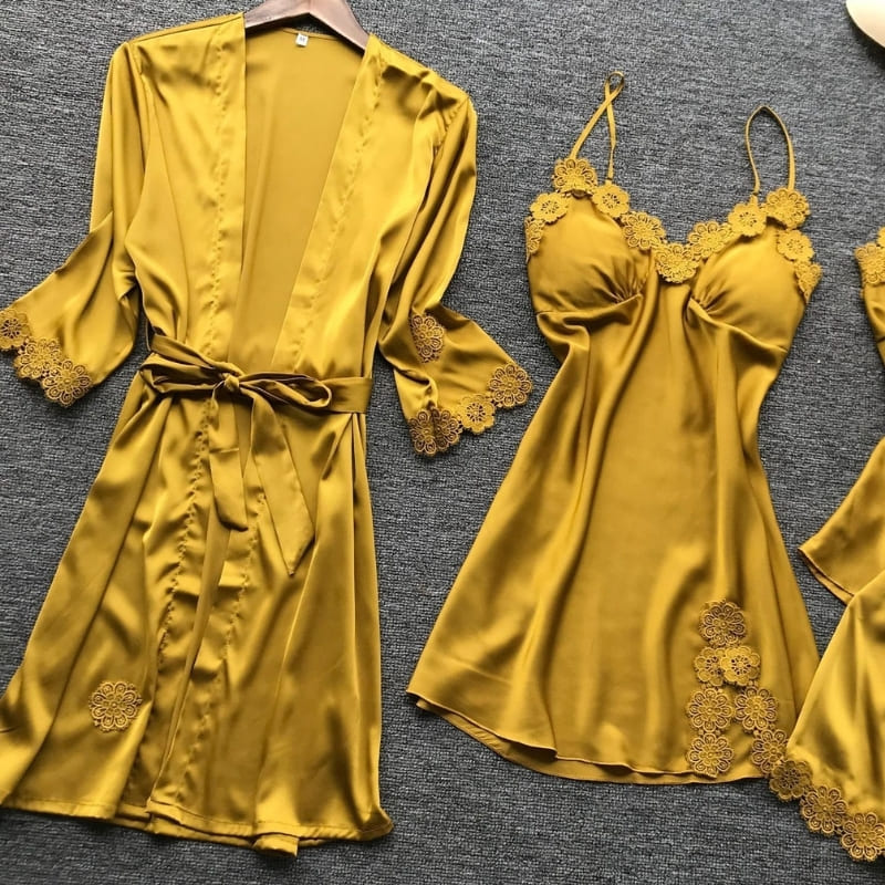 Ensemble Pyjama Satin Jaune.