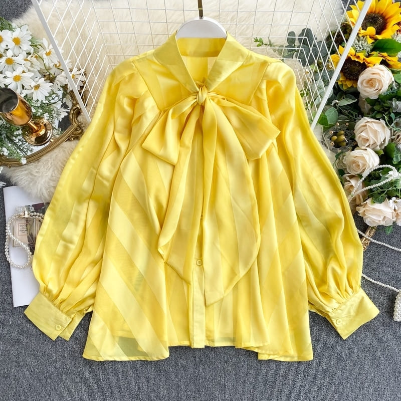 Blouse En Satin Jaune.