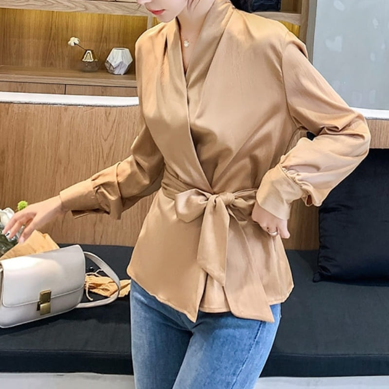 Blouse Satin Beige À Noeud.