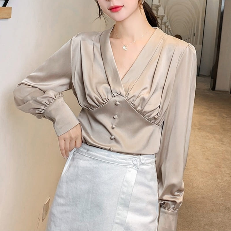 Blouse Satin Beige.