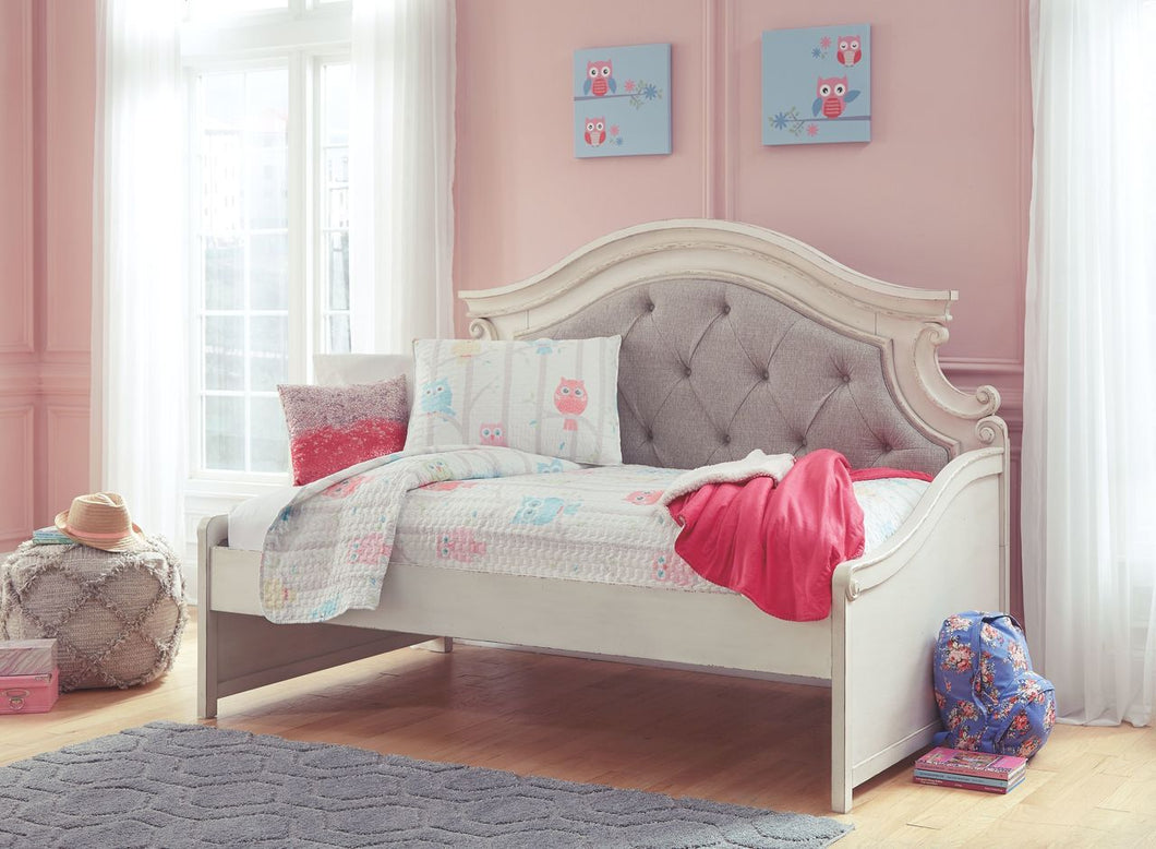 Realyn Chipped White Twin Day Bed