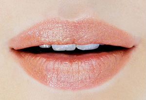 DIY Metallic Gold Lips