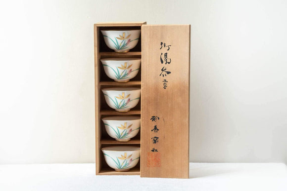 Japanese Teacup Set - 5 White Gold Floral Porcelain Yunomi in Wooden Box - 140ml - Tezumi
