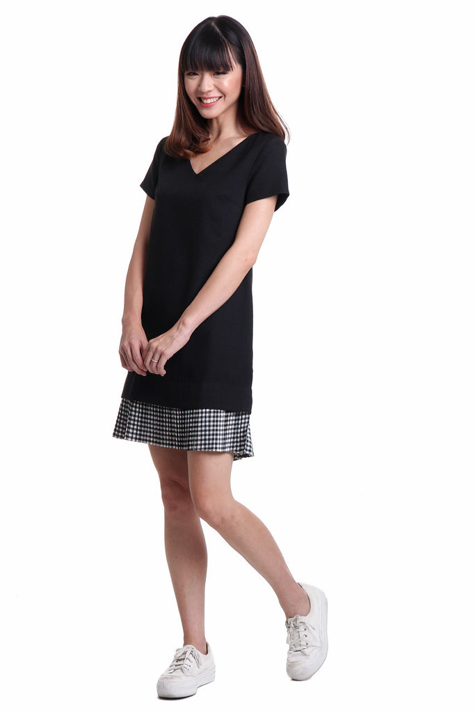 Cally Pleated Hem Dress in Checked Black
