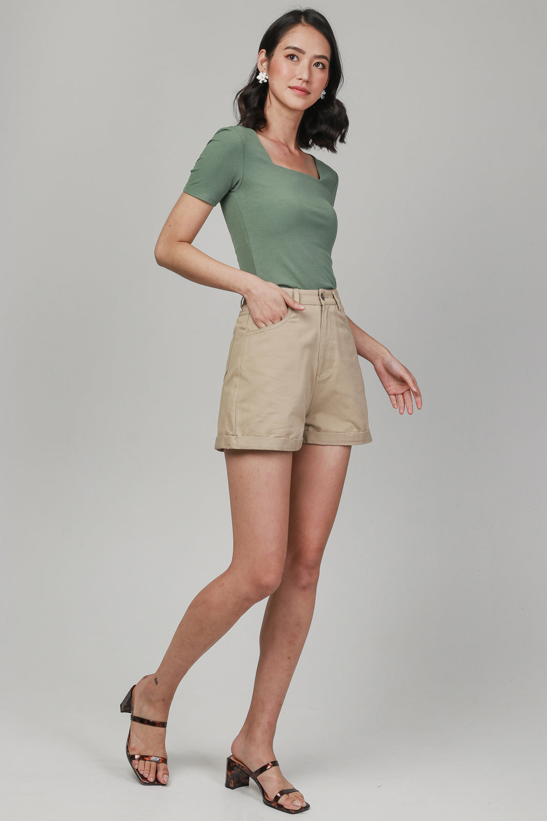Alma Sleeved Ribbed Top in Olive