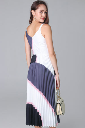 Altitudes Graphic Pleated Dress in Grey Pink