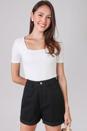 Alma Sleeved Ribbed Top in White