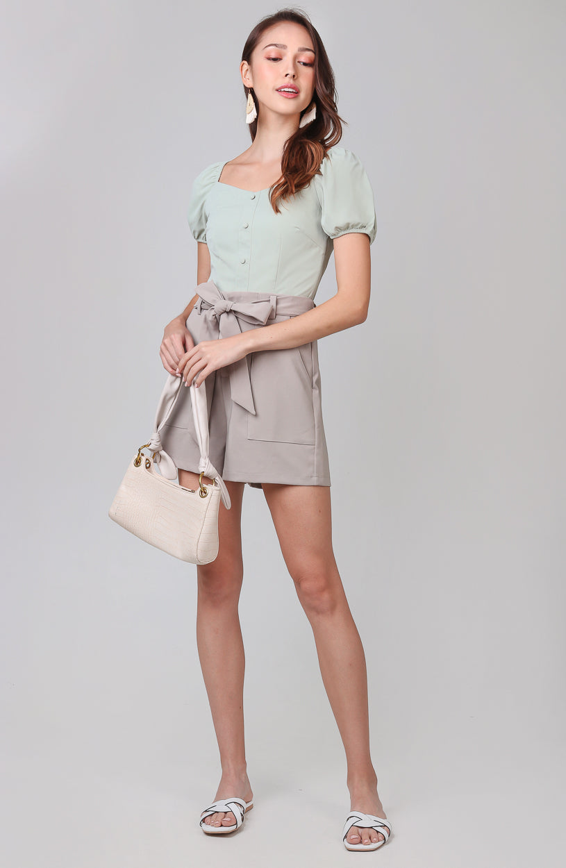 Laurel Double Pocket Shorts in Khaki