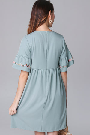 Jacintha Embroidered Dress in Jade