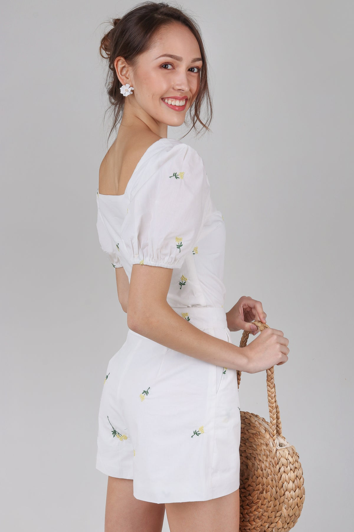 Zinnia Embroiderered Shorts in White