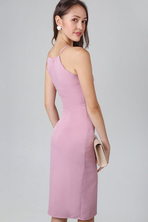 Hera Scallop Hem Dress in Pink